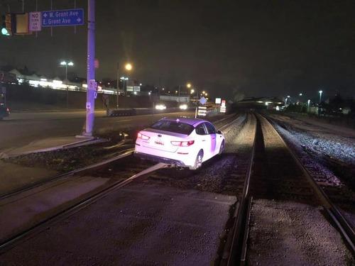 女性運転手「GPSの案内に通りに運転したら線路に来たの!夜だったから見えなかったの」警察「…」