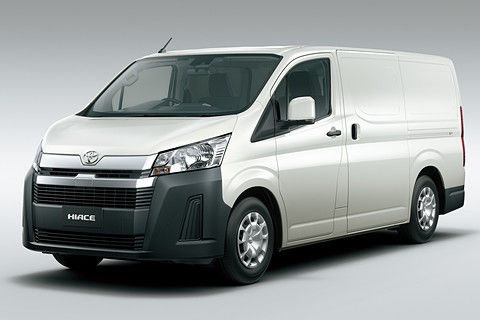 トヨタ、新型「ハイエース」初披露! 日本市場は従来モデルを継続