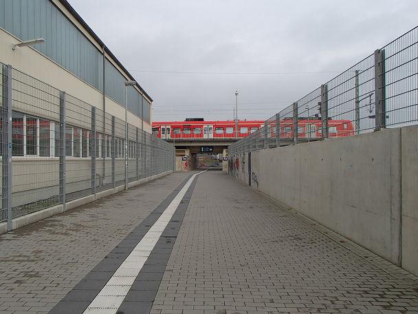 1駅から (1)