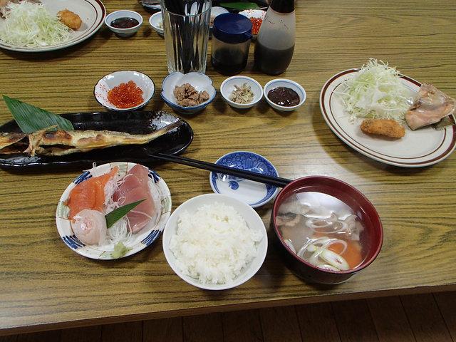23とおまわり夕食 (1)
