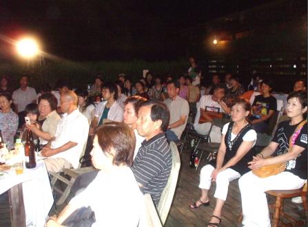 真夏の夜の熱い野外コンサート