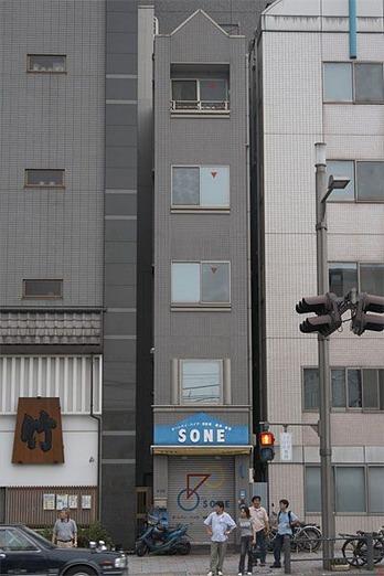細いビル-5