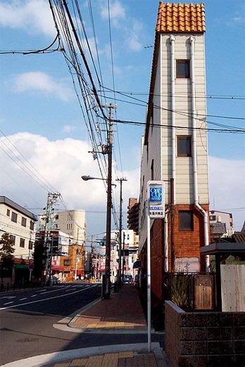 細いビル-2