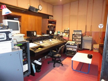 スタジオ-1