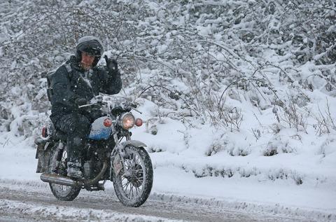 【スタッドレス】雪が降ってもバイクに乗りたい!