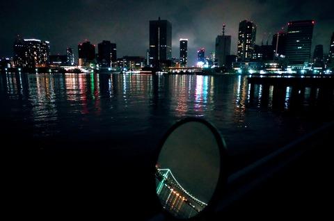 豊海水産埠頭とバイクのミラー