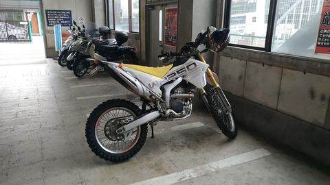 【バイク用品店】意外とオフ用品があるナップス足立店に行ってきた!