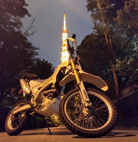 東京タワーとバイクの写真