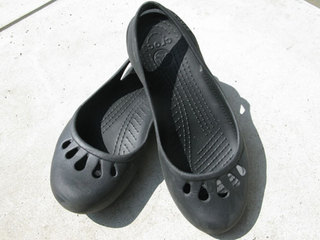 090824-crocs01