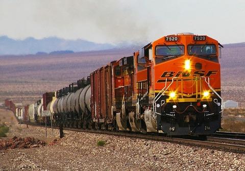 1280px-BNSF_7520_GE_ES44DC_in_Mojave_Desert