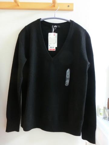 ユニクロカシミアVセーター1