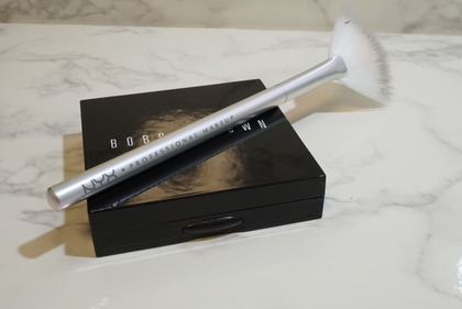 NYX Holographic Halo Brush Micro31