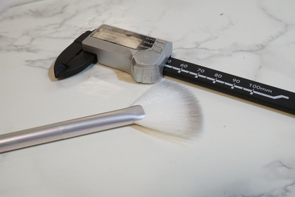 NYX Holographic Halo Brush Micro8