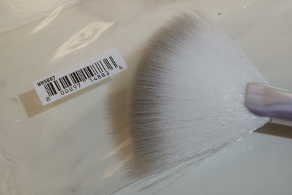 NYX Holographic Halo Brush Micro3