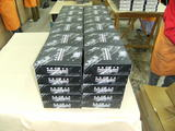 ダイキャストモデルと設定集の入ったBOXが積まれています