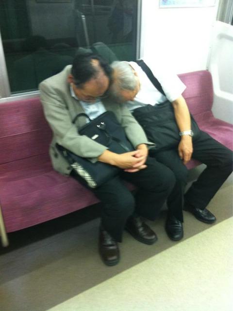 【日常】付き合ってんのかとびっくりして、眠気覚めた。