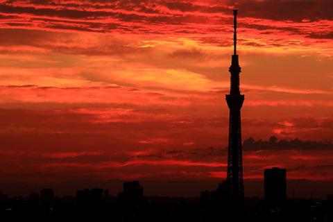 【日常】東京スカイツリー方面の夕焼けが凄い