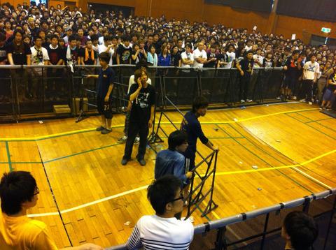 ホルモンの愛媛学祭ライブにて体育館の床が抜け強制終了