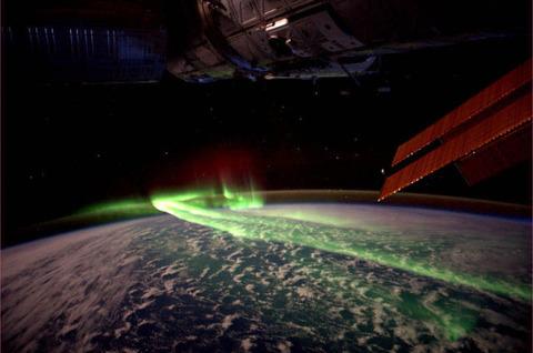 【自然】宇宙から見たオーロラかっこよすぎワロタwww