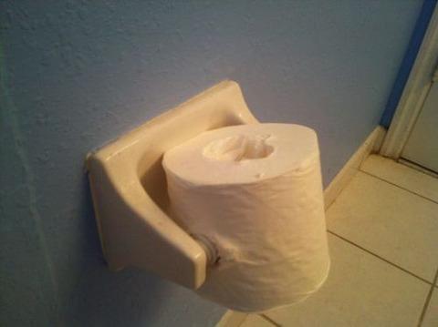 【日常】急いでトイレに駆け込んだら、こんな大惨事が…