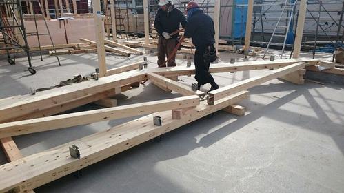 一般流通材を使って中規模木造を実現