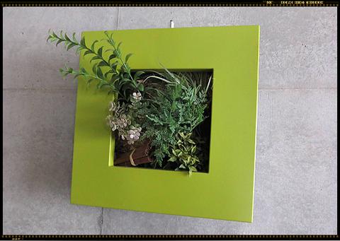 【壁面グリーン】ボタニカルブームで水耕栽培が人気とか。サントリーの「ミドリエデザイン」という商品は、土の代わりにスポンジ状新素材を使用。昨年から売上アップ中!