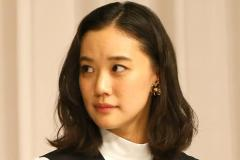 蒼井優「地味で質素」な結婚会見も約70万円高級イヤリング