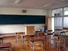 「押したら落ちた」 高校教員が生徒に1カ月のけが 静岡