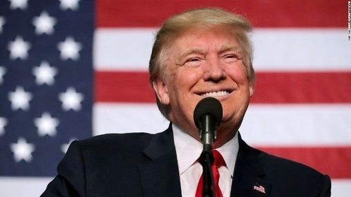 トランプ大統領 笑顔