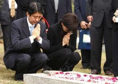 安倍総理夫妻 カリバタ英雄墓地