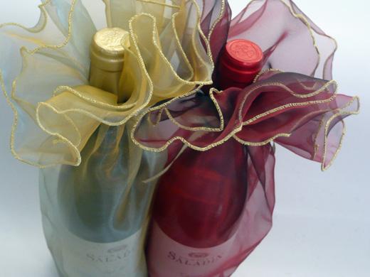 お洒落なドレスを着たワイン