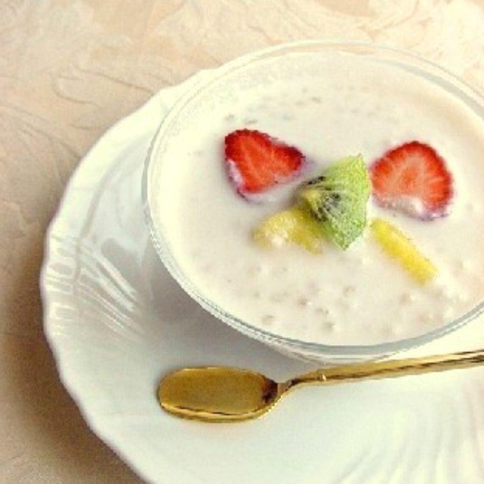 フルーツ入りタピオカココナッツミルク