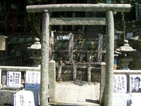 坂本龍馬と中岡慎太郎の墓区画