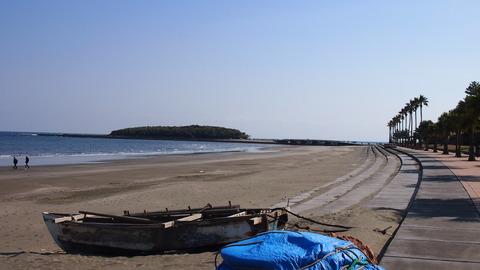 青島海岸から青島を望む