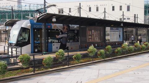 19鉄道むすめ巡りラッピング電車(青)