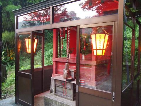 05湯涌稲荷神社拝殿