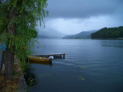 雨の木崎湖2