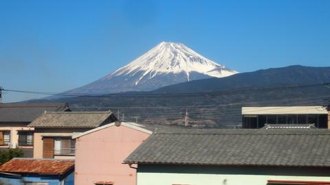 33東海道線車内から見た富士山