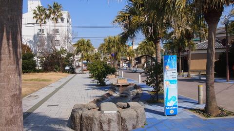 青島駅前の水路