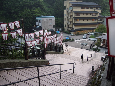 13湯涌温泉野外広場階段