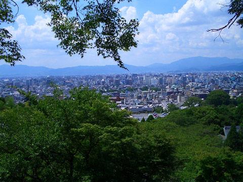 坂本龍馬の墓の前から見た京都市内