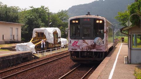33西岸駅にやってくる花咲くいろは列車