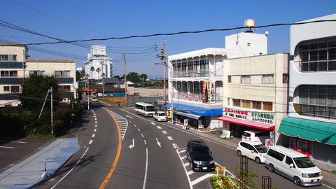 国道220号青島駅前