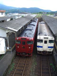いさぶろう号と普通列車