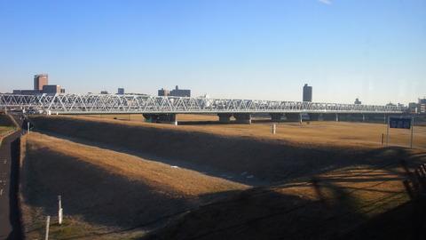 14江戸川を渡る