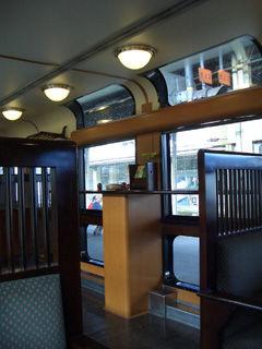座席から展望スペースを撮る。
