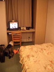ホテルの部屋にて