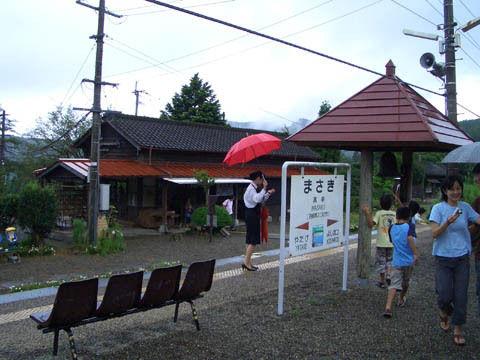 真幸駅のホーム.jpg