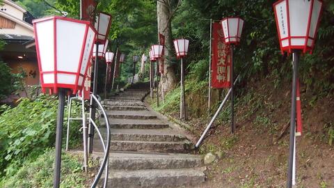 01湯涌稲荷神社への階段