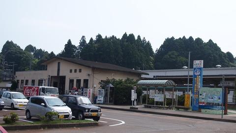 21穴水駅前